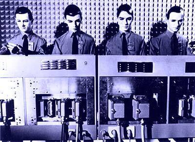 Kraftwerk robots2