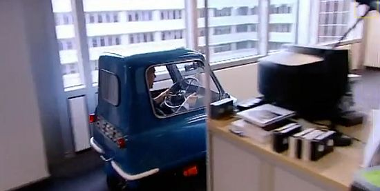 How Many Cars In The World >> Retro Thing: World's Smallest Car Back On The Road
