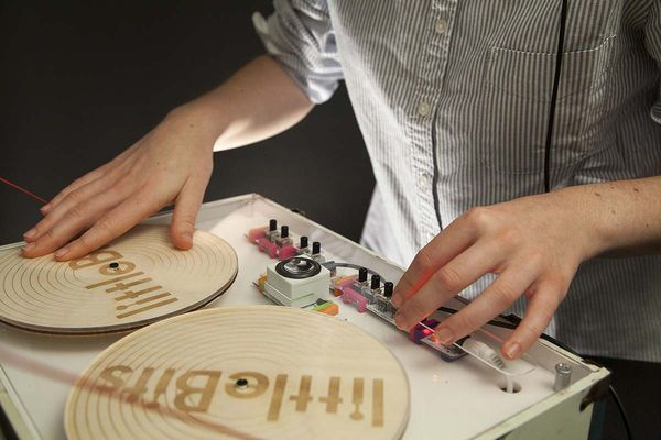 retro thing korg and littlebits unveil snap together analog synth kit. Black Bedroom Furniture Sets. Home Design Ideas